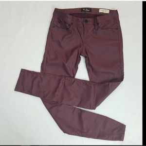 29 GUESS burgundy red skinny coated jegging jeans